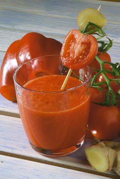 Centrifugato pomodoro, 1/2 peperone rosso, zenzero.
