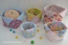 Un tutorial gratuito di cucito creativo facile e divertente per realizzare dei piccoli cestini origami in stoffa. Adatto anche ai principianti.