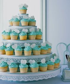 Cupcakes are now the thing and many brides are choosing to have cupcake wedding cakes instead of the traditional tiered wedding cake. White Cupcakes, Love Cupcakes, Wedding Cakes With Cupcakes, Heart Cupcakes, Yummy Cupcakes, Tiffany Blue Cupcakes, Turquoise Cupcakes, Elegant Cupcakes, Green Cupcakes