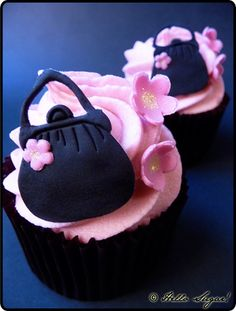 cupcakes and purses! Purse Cupcakes, Fancy Cupcakes, Pretty Cupcakes, Beautiful Cupcakes, Sweet Cupcakes, Elegant Cupcakes, Mini Cakes, Cupcake Cakes, Cupcake Ideas