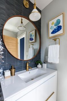 The bedrooms in the brothers' Galveston beach houses were drab and uninviting, to say the least. See how they transformed them into vacation sleep paradises on Brother vs. Seaside Bathroom, Beach Bathrooms, Modern Bathroom Decor, Bathroom Spa, Bathroom Wall Art, Dream Bathrooms, Basement Bathroom, Beach House Bedroom, Beach House Decor