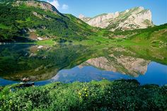 Lake Zirein in Kramsach Wanderlust, Science Nature, Backdrops, Hiking, Mountains, Travel, Outdoor, Beautiful, Spring Fashion