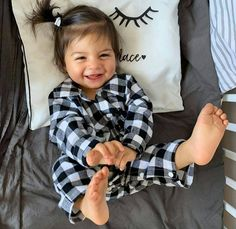 Cute Little Baby, Cute Baby Girl, Little Babies, Cute Mixed Babies, Cute Funny Babies, Cute Kids Photos, Cute Baby Pictures, Dad Baby, Baby Kids