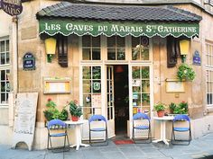 How cute is this little cafe! Sit and people watch - Paris