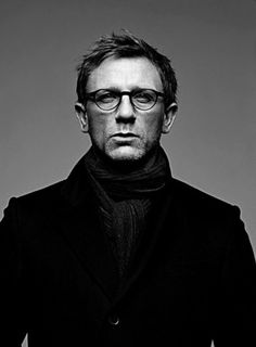 striking portrait of Daniel Craig. who doesn't want to look at James Bond for a little bit? Rachel Weisz, Daniel Craig, Beautiful Men, Beautiful People, I Love Cinema, Actrices Hollywood, Wearing Glasses, Raining Men, Black And White Portraits