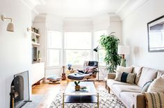 Who says modern means cold and sterile? For a hip couple in the Bay Area, Homepolish designer Carisse Lynelle created a clean home that is simultaneously cozy and livable.