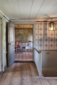 A typical Swedish country house. Italian Cottage, Swedish Cottage, Swedish House, Rustic Cottage, Swedish Wallpaper, Interior Wallpaper, Cottage Wallpaper, English Cottage Interiors, Swedish Interiors