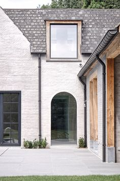 MB residence - Vincent Holvoet Architecture Details, Modern Architecture, Chinese Architecture, Pavilion Architecture, Sustainable Architecture, Home Interior Design, Exterior Design, Modern Exterior, White Brick Houses