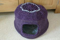 crocheted cat cave | Crochet cat nest Diy Tricot Crochet, Crochet Bikini Pattern, Crochet Mittens, Crochet Slippers, Crochet Gifts, Crochet Yarn, Free Crochet, Irish Crochet, Crochet Blanket Edging