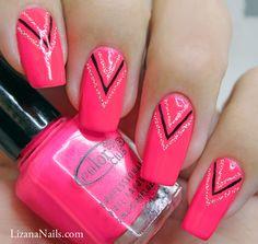 Dans cet article je vous présente un Nail Art géométrique rose néon que j'ai nommé Pink Neon, et que j'ai réalisé aux Liners noir et argent.