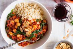Spaanse hutspot Pasta Recipes, Cooking Recipes, Healthy Recipes, Healthy Food, Vegan Dinners, Chana Masala, Fried Rice, Tapas, Curry