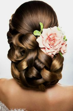 Wedding Hair Trends - The Ultimate Wedding Hairstyles In This Year. Have A Look At Our New Web-site For More Resources. Bohemian Hairstyles, Bun Hairstyles, Pretty Hairstyles, Hair Design For Wedding, Wedding Hair Inspiration, Peinado Updo, Hairdo Wedding, Natural Hair Styles, Long Hair Styles