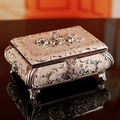 Discover thousands of images about Blue or peach jewelry box with gold detail with roses. Jewellery Boxes, Jewellery Storage, Jewelry Box, Decoupage Box, Decoupage Glass, Antique Boxes, Pretty Box, Small Boxes, Keepsake Boxes