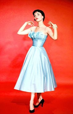 Natalie Wood in a Warner Brothers publicity photo 1956 Natalie Wood, Strapless Dress Formal, Prom Dresses, Formal Dresses, Robes Glamour, 2017 Inspiration, Splendour In The Grass, First Daughter, Up Girl