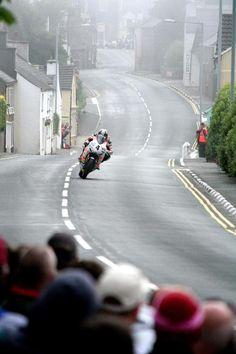 itsawheelthing: crosstown traffic …Ian Hutchinson, Padgett's Honda CBR1000RR, 2010 Isle of Man Superbike TT
