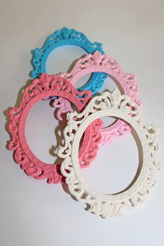 Vintage Shabby Chic 4 Oval Picture Frames Slightly Distressed French Country Cottage Chic Pastel & Carnation Pink Ivory White Turquoise Blue...