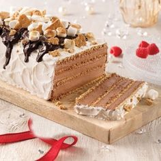 Gâteau frigidaire façon s'more - 5 ingredients 15 minutes Cake Roll Recipes, Dessert Recipes, Biscuits Graham, Glaze For Cake, Pavlova, Vanilla Cake, Caramel, Bakery, Food And Drink