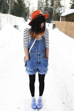 Want some baggy dungarees for the spring Shorts With Tights, Tights Outfit, Jelly Shoes Outfit, Pretty Outfits, Cute Outfits, Salopette Short, Preppy Style, My Style, Look Con Short