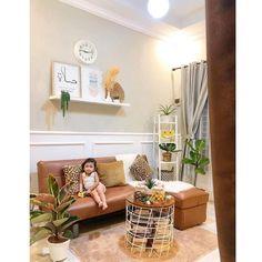 "91 Suka, 14 Komentar - 🅰🅻🅳🅸🅻🅰🅷 🅼🅰🅳🅹🅸🅳 (@dilsduls) di Instagram: ""Alhamdulillah ada tamu dateng malam2 gini maem kue.. . . . #rumahbumi #ruangtamu #lebaran2020"" Alhamdulillah, Gallery Wall, Instagram, Home Decor, Decoration Home, Room Decor, Home Interior Design, Home Decoration, Interior Design"