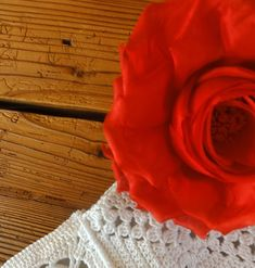 Ich war seit dem Herbst beim Grannytausch auf dem Grossmütterchenblog dabei. Mit 8 Tauschgrannys ging's los.... Hier das ... Filet Crochet, Crochet Hand Purse, Crochet Bags, Tejidos, Easy Bag, Purse, Embroidery, Tricot, Knitting And Crocheting