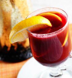 Пунш – это коктейль, чаще всего алкогольный, с фруктами или фруктовыми соками. Пунш принято пить горячим.