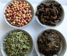 Tsonga cuisine  (tindluwa, maxonja, guxe na mukhusa) - dried nut beans, mopani worms, slippery bean-leaves and dried nut bean leaves. Creamed Spinach, Worms, Bread Recipes, Stew, Beans, Dishes, Traditional, Vegetables, Tomatoes