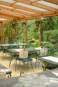Patio, otwarte przez cały rok, jest świetnym miejscem na śniadanie z widokiem na zieleń Parku Skaryszewskiego.