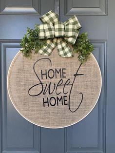 Burlap Crafts, Wreath Crafts, Diy Wreath, Diy Crafts, Tulle Wreath, Wreath Hanger, Burlap Wreaths, Wreath Ideas, Mesh Wreaths