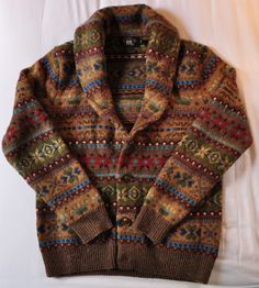 Indulging in my Twin Peaks style love again with this beautifully coloured and comfy-looking man-cardigan!