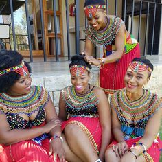 Afrikan wombmen in traditional wedding dress Zulu Traditional Attire, Zulu Traditional Wedding, African Traditional Wedding, African Traditional Dresses, Traditional Outfits, African Attire, African Wear, African Dress, Beautiful African Women