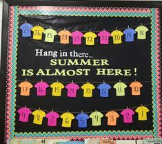 End of the year countdown bulletin board. Hang in there summer is almost here for the faculty lounge Summer Bulletin Boards, Preschool Bulletin Boards, Bulletin Board Display, Classroom Bulletin Boards, Bullentin Boards, Classroom Decor, Cafeteria Bulletin Boards, Cafeteria Decor, School Countdown