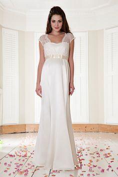 Brautkleid mit Spitze und Taillenband für Schwangere | Foto: Mamarella