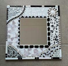 Mosaic Pots, Mosaic Birds, Mosaic Wall Art, Mirror Mosaic, Mosaic Glass, Stained Glass Crafts, Stained Glass Designs, Mosaic Crafts, Mosaic Projects