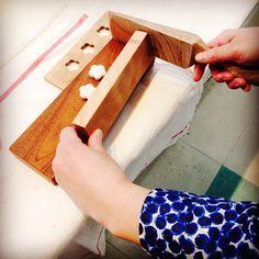 「和三盆キット」ひとつひとつ手で彫り上げた木型と和三盆、ヘラ、作り方の本が入った和三盆づくりセット。木型の種類はお選びいただけます。また今回のイベントではこの木型を使ったWSも予定。皆様のご参加をお待ちしております。<取扱 日和制作所> Craft Markets, Japanese Sweets, Traditional, Cooking, Crafts, Tokyo, Bujo, Ribbons, Sushi