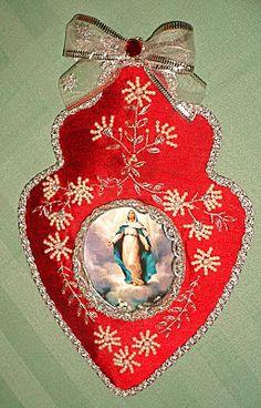 Com as mãos: Temas religiosos Vintage Sewing Notions, Heart Of Jesus, Heart Crafts, Prayer Cards, Sacred Heart, Embroidery Art, Decoupage, Shadow Box, Monogram