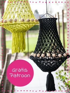 Macramé is hip and you make beautiful creations with it. We have made a macramé lamp that brings the summery and bohemian feeling into your home (or garden). Quickly view the free pattern and get started! Lampe Crochet, Diy Crochet, Macrame Patterns, Crochet Patterns, Yarn Crafts, Diy And Crafts, Half Hitch Knot, Micro Macramé, Macrame Tutorial