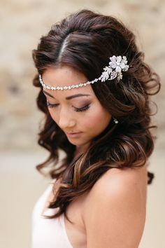 Wedding Hair Accessories Lovely wedding jewelry and accessories by Petals Wedding Headband, Bridal Hair Chain, Hair Accessories For Women, Wedding Hair Accessories, Wedding Jewelry, Wedding Hair And Makeup, Bridal Makeup, Hair Wedding, Wedding Dresses