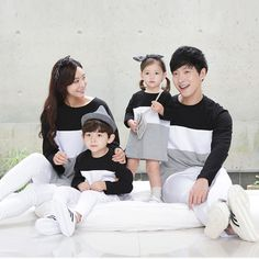 family parent-child striped T-shirt Father and Son popular Cotton Tees Family Set, Cute Family, Family Goals, Couple With Baby, Fall Family Portraits, Cute Baby Wallpaper, Family Picture Poses, Ulzzang Kids, Sibling Photography