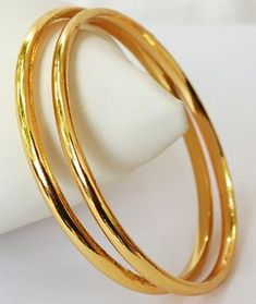 plain gold bangles – Jewelry And Accessories Plain Gold Bangles, Gold Bangles Design, Gold Jewellery Design, Silver Bracelets, Diamond Bracelets, Indian Gold Bangles, Bangle Bracelets, Gold Bracelet Indian, Diamond Rings