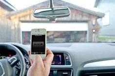 Verdens nyhet - Universal GSM-fjernkontroll for garasjeportåpner. Har du noen gang irritert deg over at det ikke fulgte med flere fjernkontroller til garasjeportåpneren din? Eller har (den eneste?) fjernkontrollen som fulgte med gått i stykker, og så koster det en liten formue for en ny? Skulle du ønske at du kunne åpne porten ved hjelp av mobiltelefonen? Da er dette løsningen for deg!