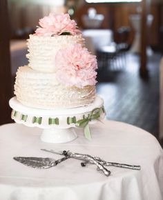 White Wedding Cake with Pink Peonies // photo by: Photo Love Cake Tea Party Wedding, Dream Wedding, Wedding Day, Wedding Decor, Wedding Photos, Cake Wedding, Wedding Bells, Garden Wedding, Perfect Wedding