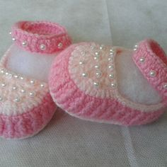 Ideas For Hat Pattern Fabric Yarns Booties Crochet, Crochet Shoes Pattern, Crochet Sandals, Baby Booties, Pattern Fabric, Baby Girl Crochet, Crochet Baby Clothes, Crochet Baby Shoes, Crochet For Kids