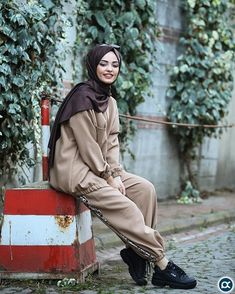 hijab jeans jeans Image may contain: 2 people, people standing, shoes and outdoor Cute Fashion, Modest Fashion, Hijab Fashion, Womens Fashion, Sporty Fashion, Sporty Outfits, Sporty Style, Fall Outfits, Womens Best