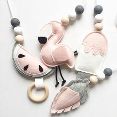 Vanaf maandag is dan toch echt de nieuwe herfst babygym verkrijgbaar! Ook deze leukerds blijven gewoon in het assortiment! . . . #babygym #babygirl #babyroom #babykamer #herfst #autumn #watermelon #watermeloen #flamingo #veer #feather #ijsje #icecream #wolvilt #woolfelt #rattle #rammelaar #bijtring #teether #roze #pink #custommade #webshop #ukkepuq