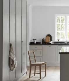 Nordiska K& - grey Scandinavian shaker kitchen. A minimalist, timeless shaker kitchen in soft grey tones. Designed and built by Nordiska K& More kitchen inspiration visit www. Nordic Kitchen, Scandinavian Kitchen, Scandinavian Interior, Rustic Kitchen, New Kitchen, Kitchen Grey, Kitchen Pantry, Modern Kitchen Cabinets, Modern Kitchen Design
