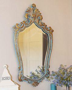 Estos días he estado muy atareada haciendo este trabajo de restauración. y este es el resultado. Es un espejo muy antiguo y estaba muy ...