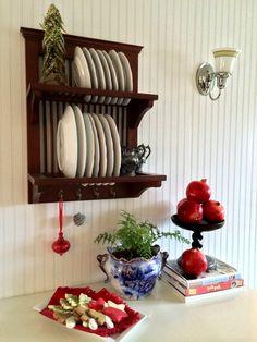 Pomegranates as decor. DIY Holiday http://allisonsmithdesign.com/no-glue-gun-christmas-edition/ #design #christmas2014