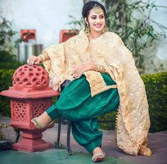 Punjabi Salwar Suits, Designer Punjabi Suits, Wedding Lehnga, Patiala Suit Designs, Punjabi Fashion, Lehnga Dress, Indian Party Wear, Beautiful Girl Photo, Pakistani Outfits