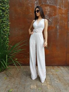 Swans Style is the top online fashion store for women. Shop sexy club dresses, jeans, shoes, bodysuits, skirts and more. Chic Outfits, Fashion Outfits, Only Fashion, Womens Fashion, Casual Dresses, Summer Dresses, African Fashion Dresses, Jumpers For Women, Look Chic