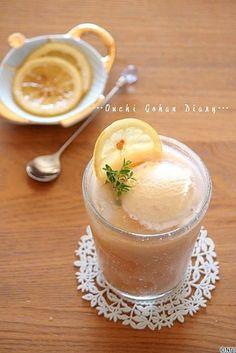 柳川香織のおうちごはん日記|レシピの女王 ここにレモンを添えたティーフロートになっていました^^ 暑い日だったんです~~。